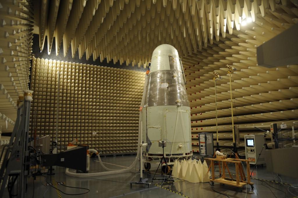 Le satellite scientifique Shijian 10 en essais. Crédit : DR.