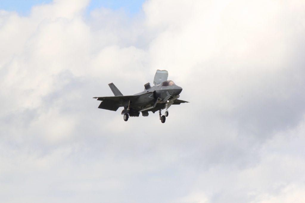 Le vol stationnaire du F-35B est la grande attraction de Farnborough 2016. Crédit : L. Barnier.