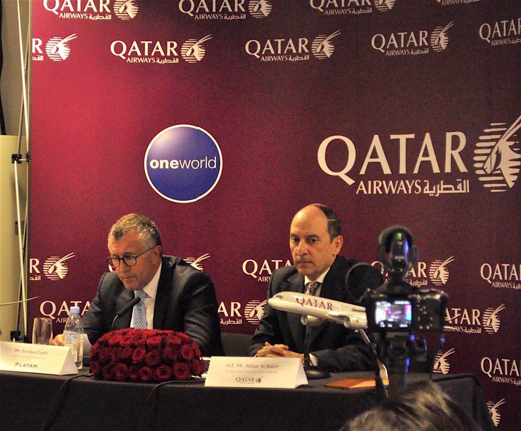 Enrique Cueto, CEO of Latam, and Akbar El Baker, Group Chief Executive of Qatar Airways - crédit C. Bruneau pour Aerospatium