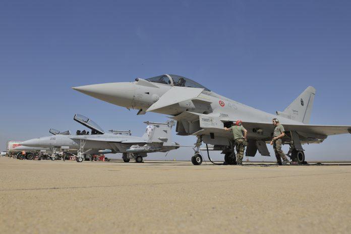 Eurofighter Typhoon F/A-18