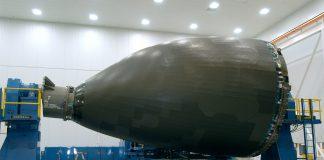 Nez composite de 787